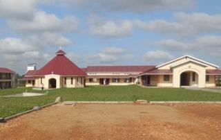 Ein Teil der Gebäude des neuen Friedenszentrums