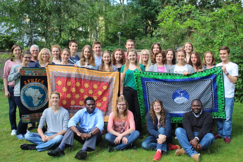 Ostafrikaseminar 2016: Gruppenfoto aller MaZ, mit Teamer und Teamerinnen