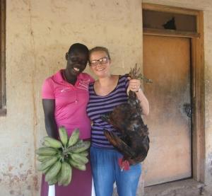 Franziska mit Freundin Brenda und Willkommensgeschenken