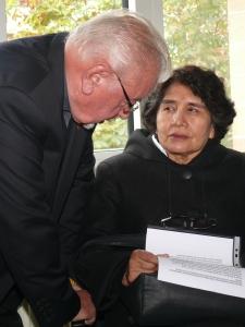 Pater Schmidpeter mit Eloisa Tupia Salazar