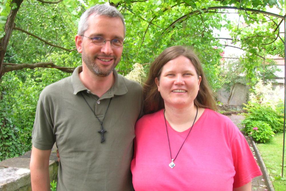 Missionarin auf Zeit (MaZ) Pia Schildmair mit Pater Günther Hofmann