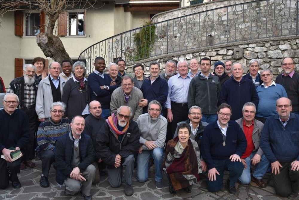Gruppenfoto aller Teilnehmer und Teilnehmerinnen des Symposiums